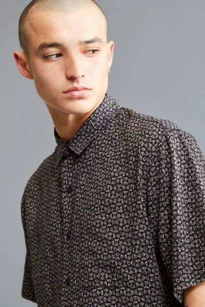 UO Ditsy Triangle Rayon Short Sleeve Button-Down Shirt