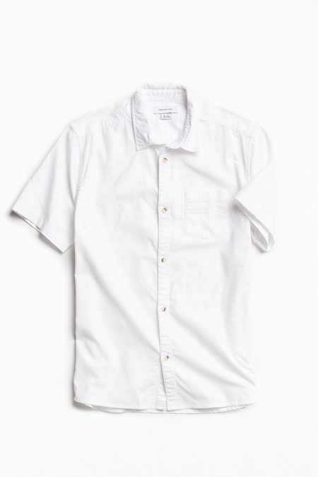 UO Solid Short Sleeve Button-Down Shirt