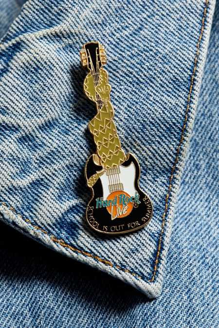 Vintage Hard Rock Live Guitar Pin