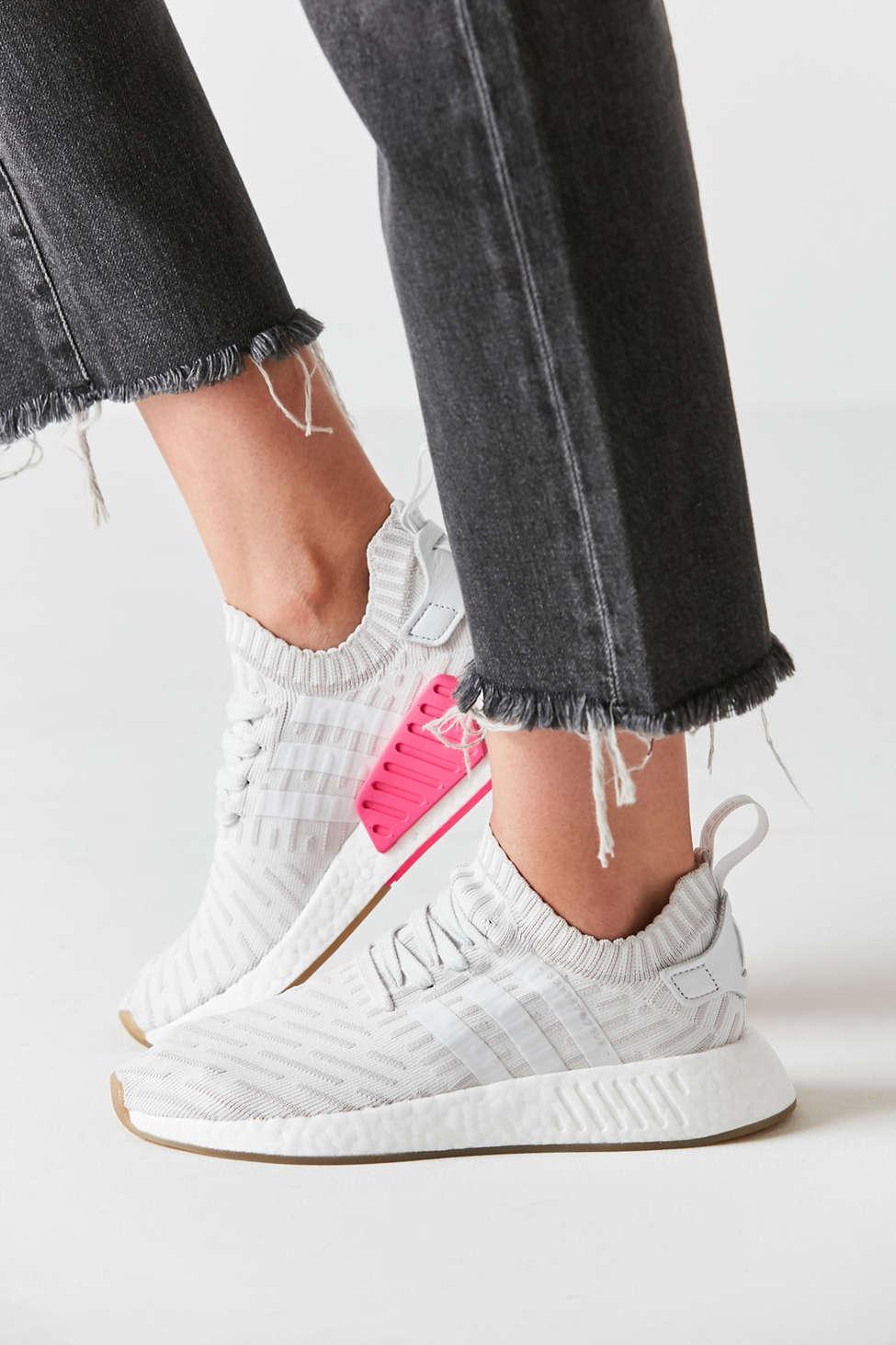 adidas iniki in scarpe da ginnastica urban outfitters 2019 tendenze xoosha