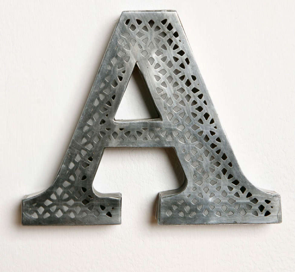 Slide View: 1: Acid Etched Letter