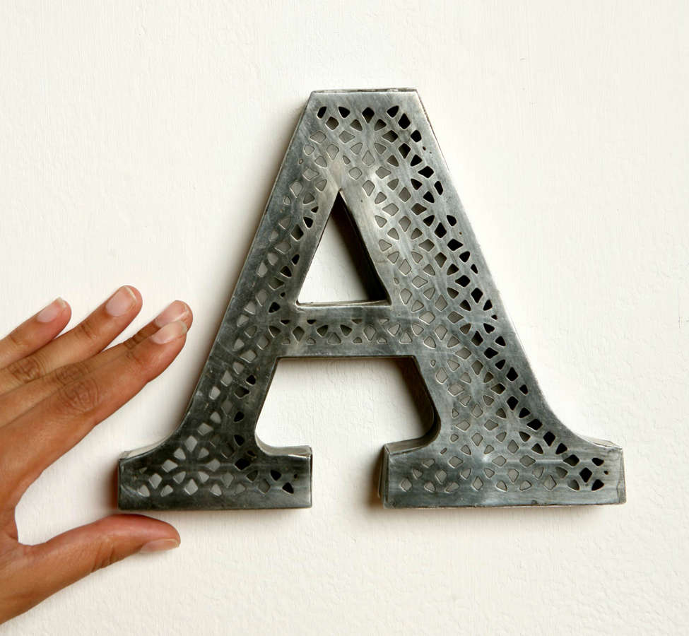 Slide View: 2: Acid Etched Letter