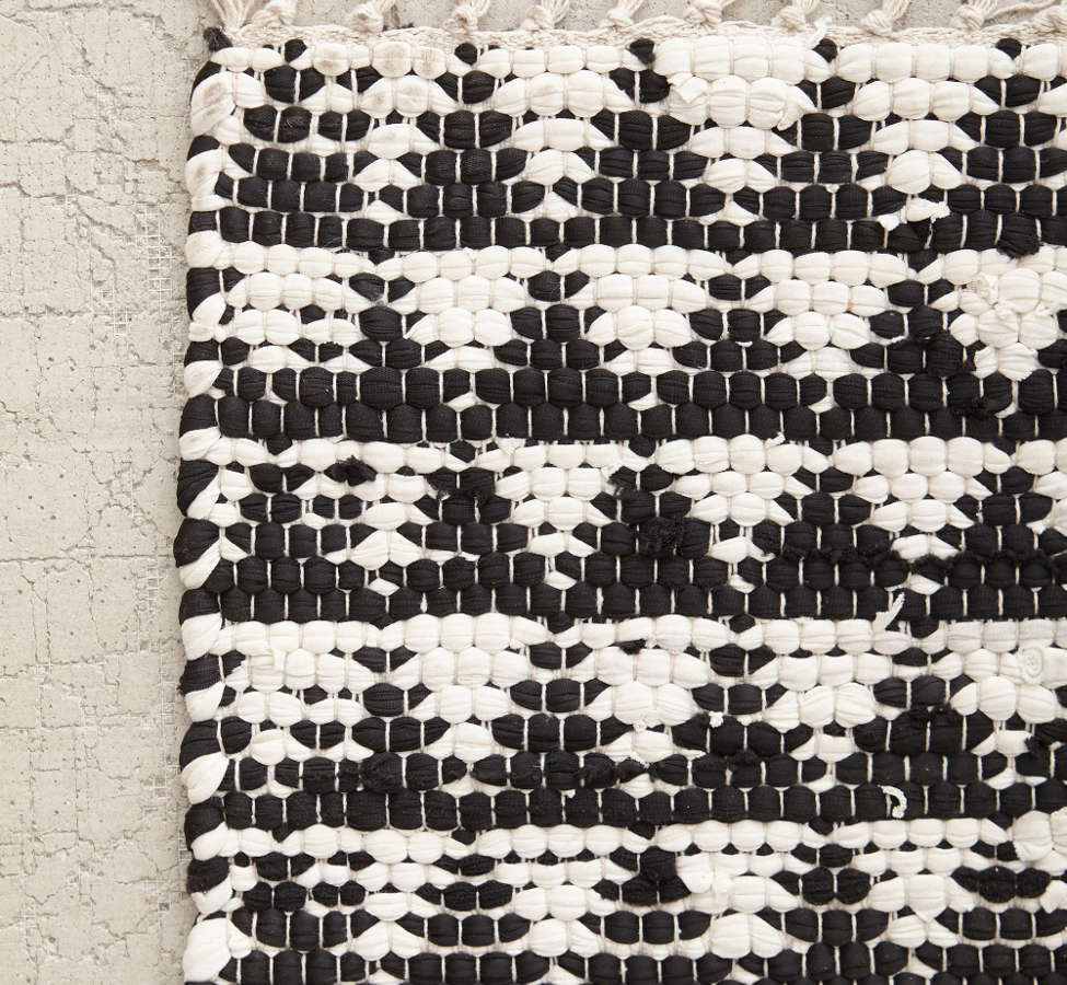 Slide View: 3: Triangle Woven Rug
