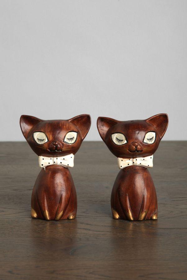 vintage winking kitty salt pepper shaker set of 2 urban outfitters
