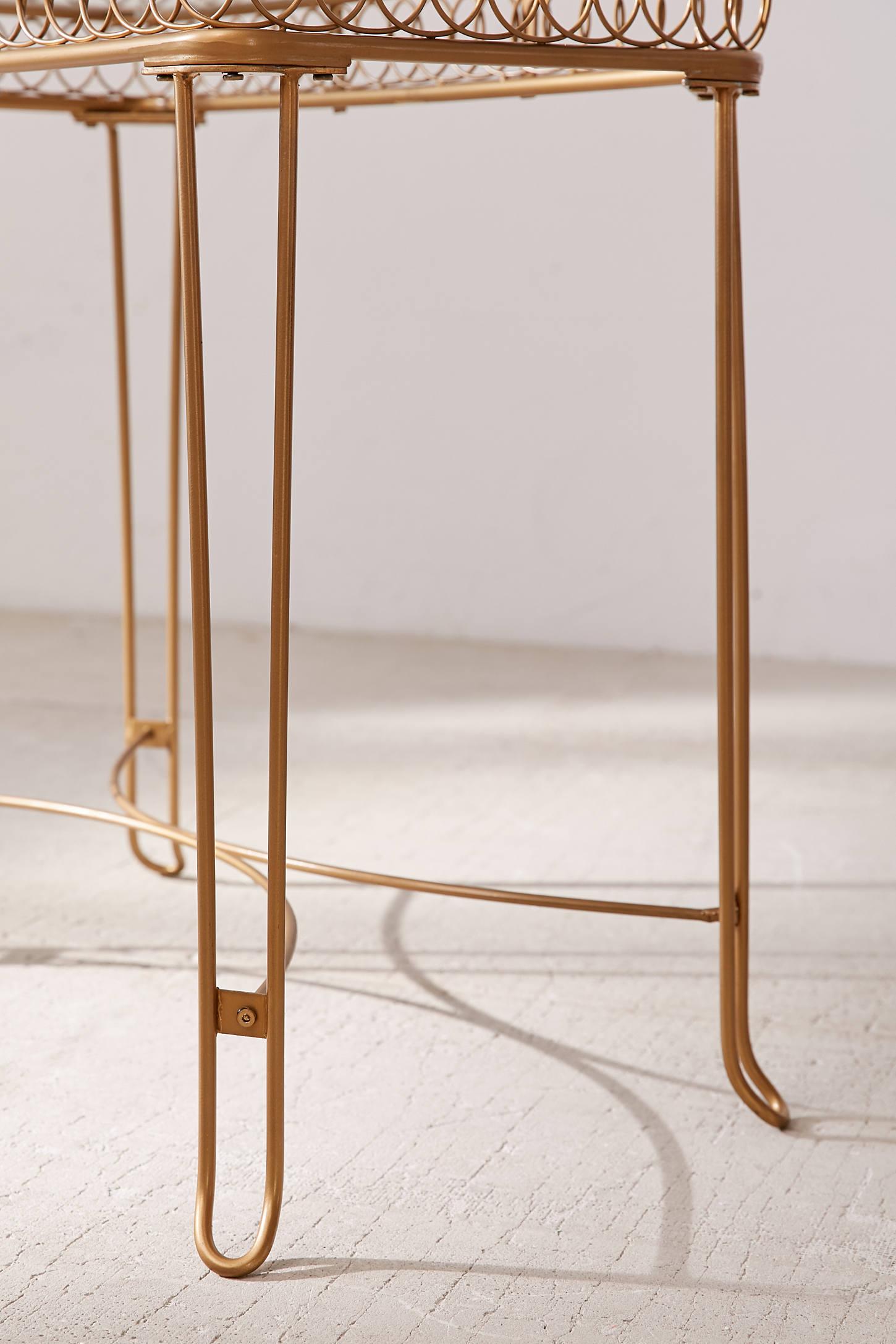Wire Loop Vanity