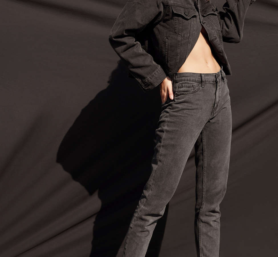 Slide View: 8: BDG Mom Jean - Black