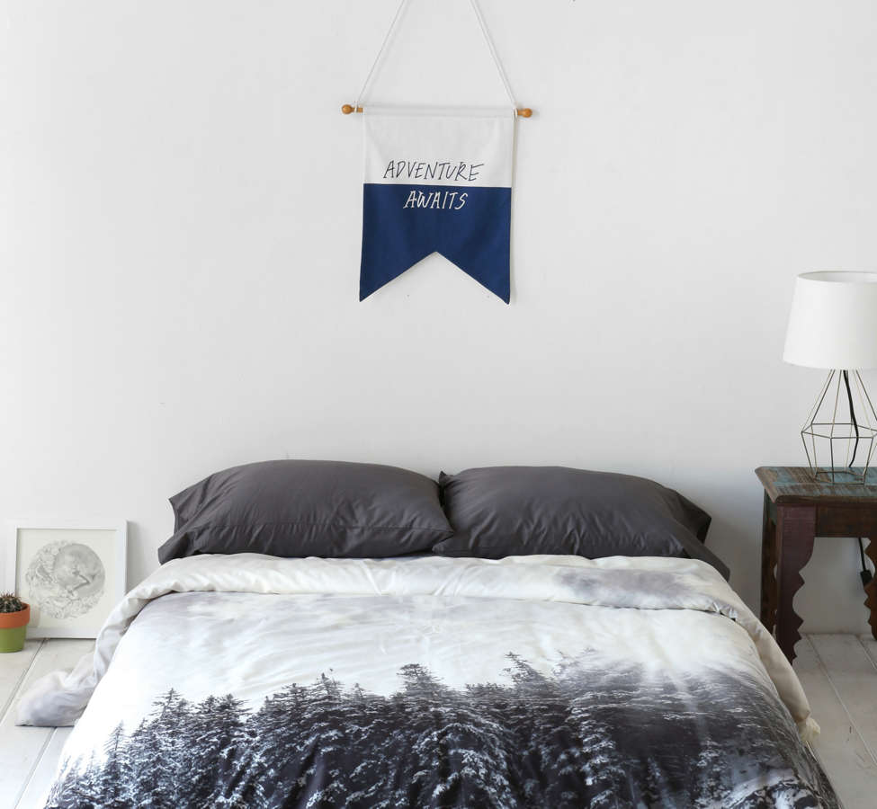 Slide View: 2: Wesley Bird Wanna Whistle White Mountain Duvet Cover