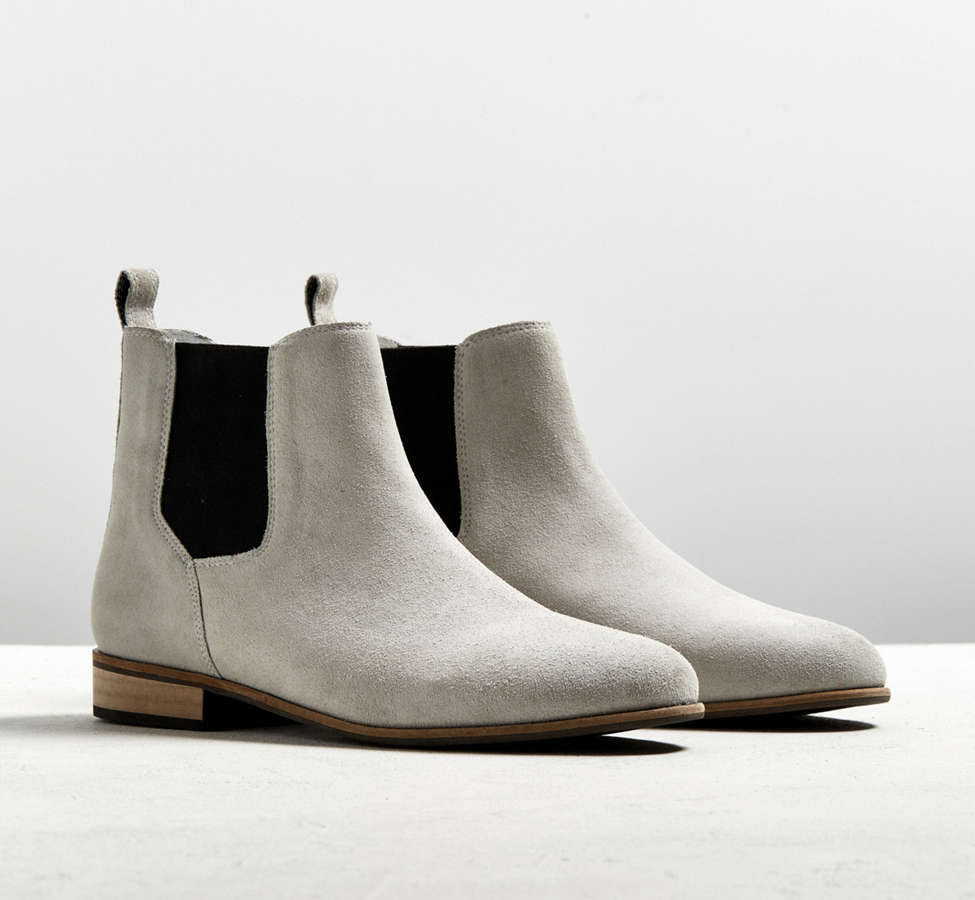 Slide View: 1: UO Suede Chelsea Boot