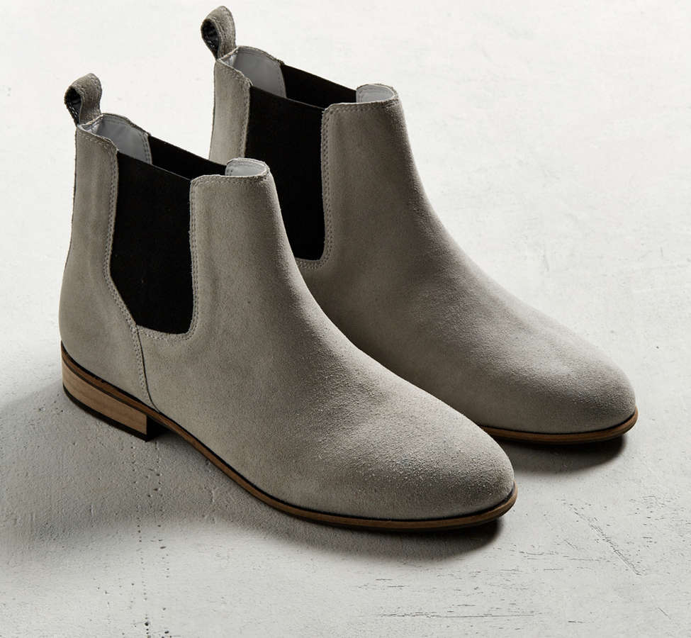 Slide View: 2: UO Suede Chelsea Boot