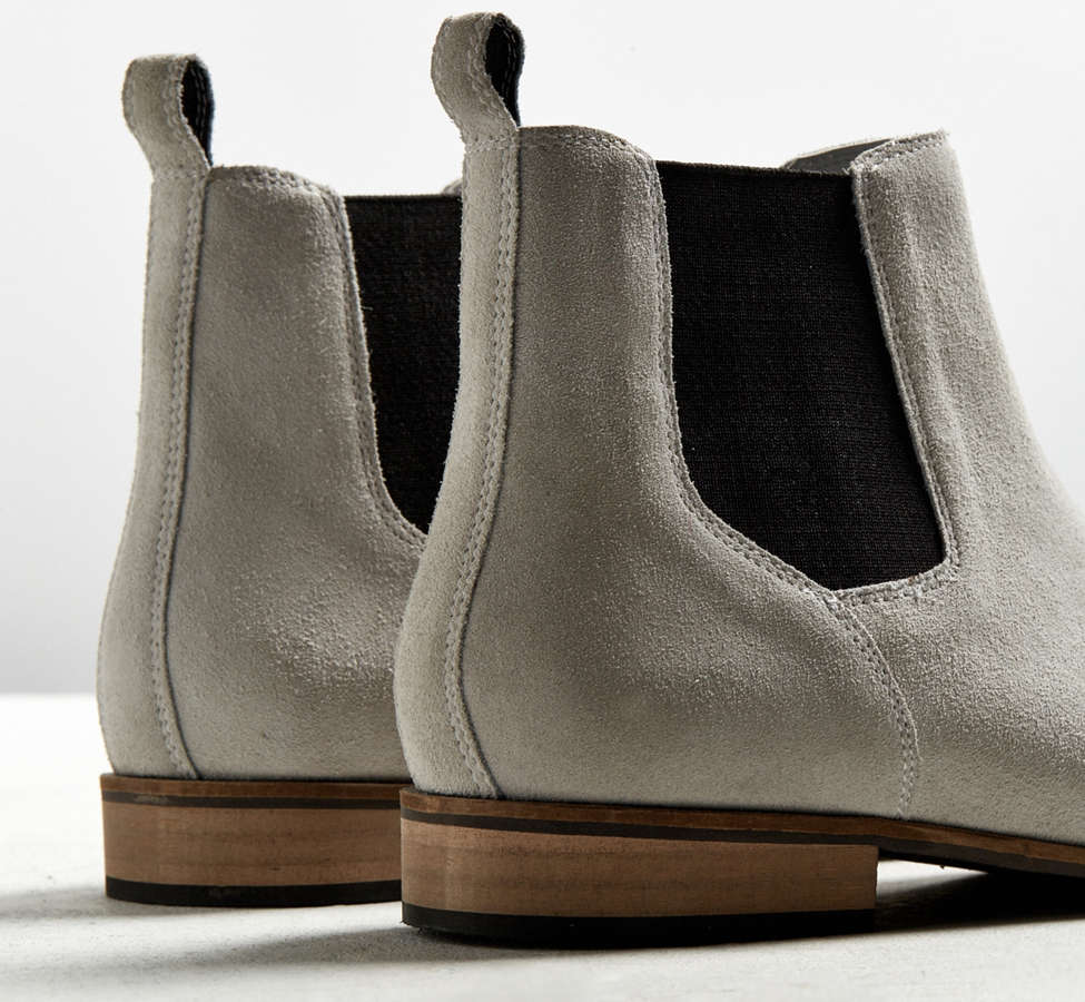 Slide View: 3: UO Suede Chelsea Boot