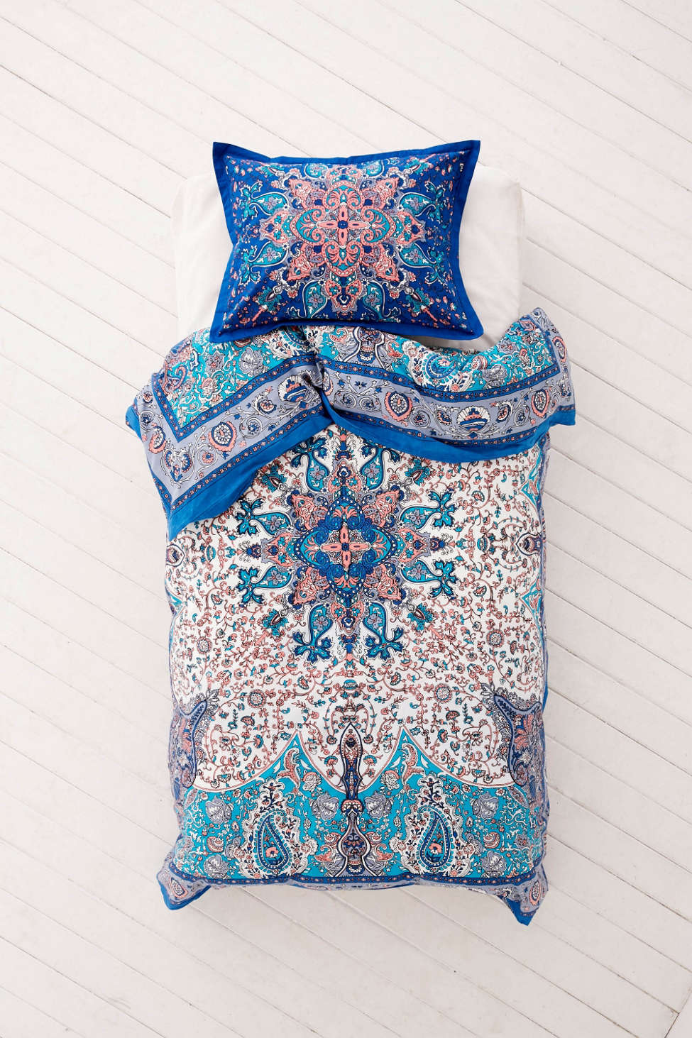 plum & bow dandeli medallion duvet cover | urban outfitters