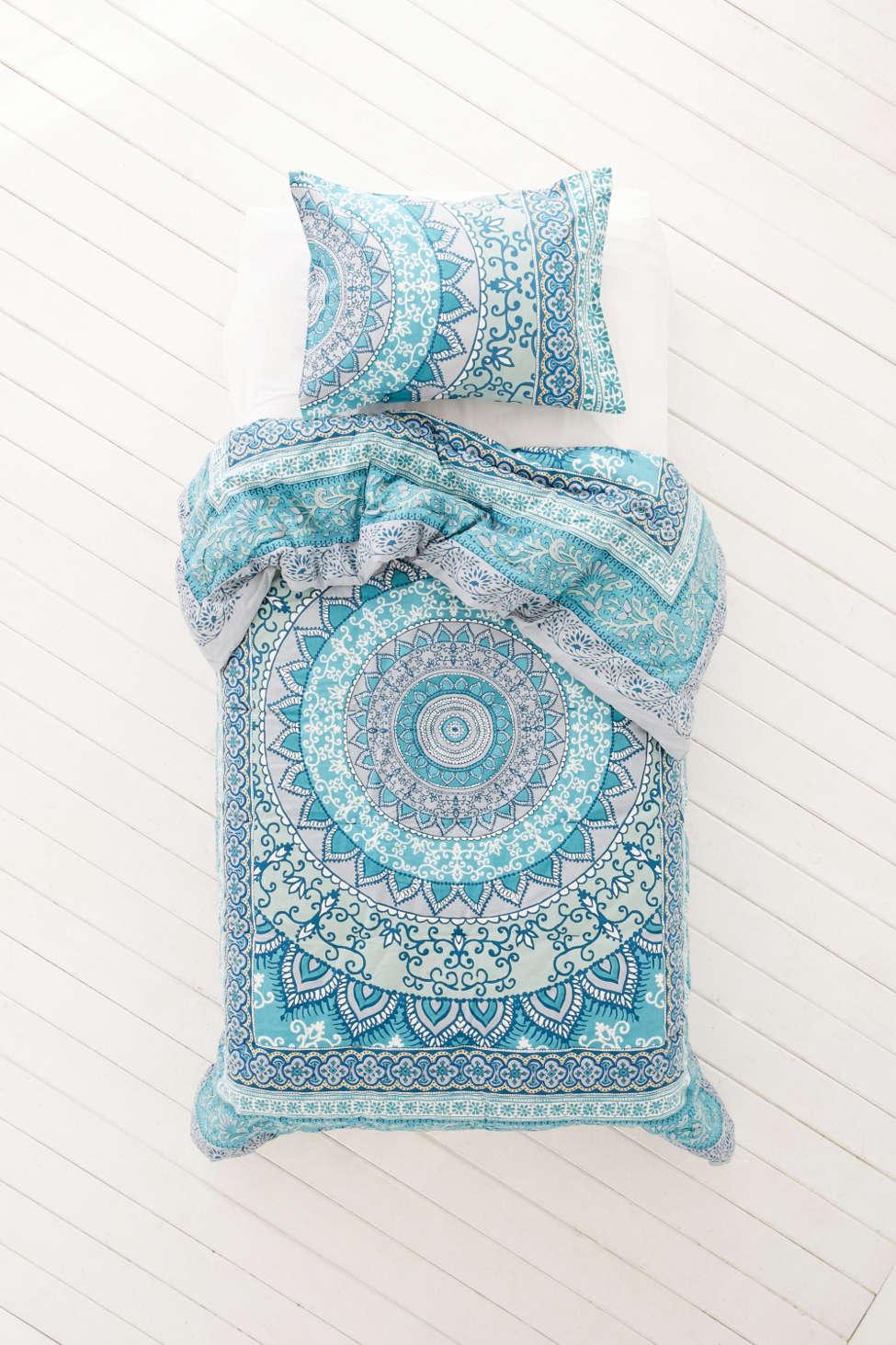 plum & bow katara medallion comforter | urban outfitters