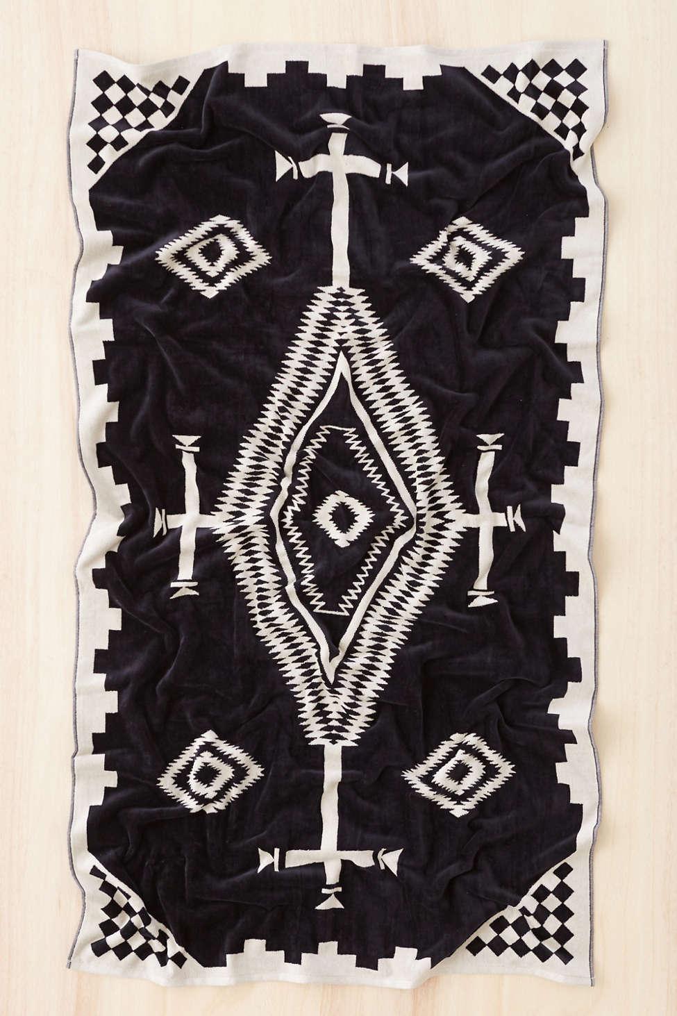 Slide View: 1: Pendleton Los Ojos Oversized Jacquard Towel