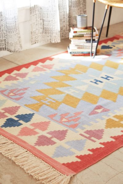 Isolde Kilim Printed Rug - Rose 4 X 6 at Urban Outfitters