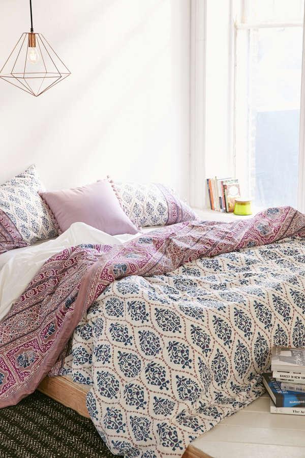 plum bow sofia block duvet cover urban outfitters. Black Bedroom Furniture Sets. Home Design Ideas