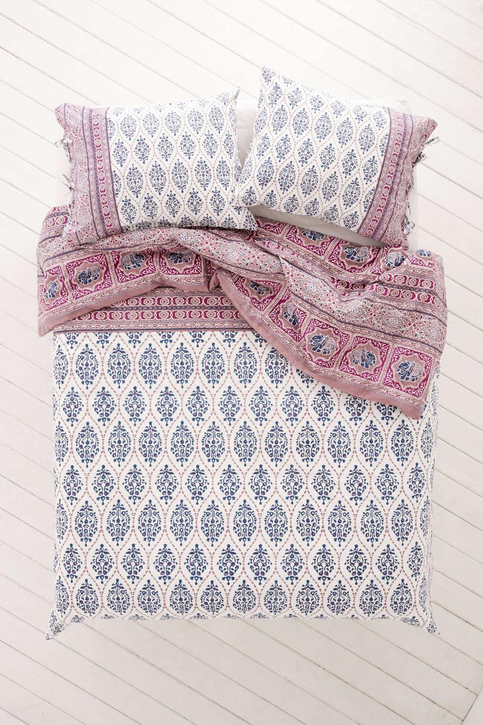 plum & bow sofia block duvet cover | urban outfitters