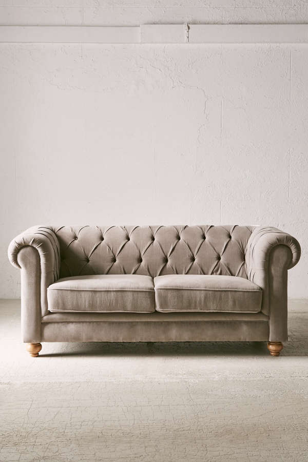 Sofia Chesterfield Sofa Urban Outfitters - Chesterfield sofa