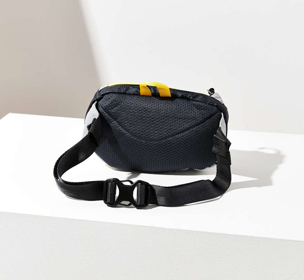Slide View: 6: Patagonia Lightweight Travel Mini Belt Bag