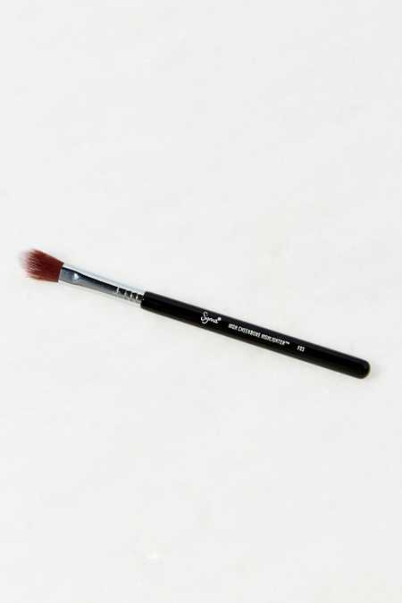 Sigma Beauty F03 High Cheekbone Highlighter Brush