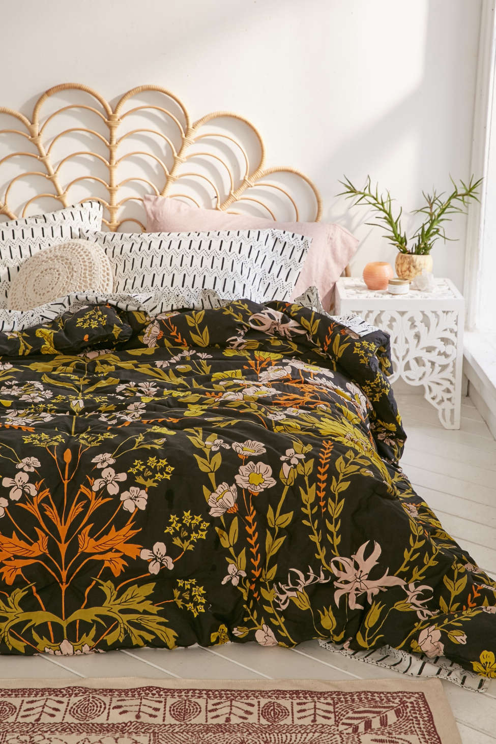 Slide View: 6: Ingrid Folk Comforter Snooze Set