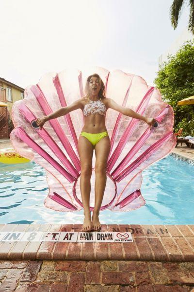 Shell Pool Float
