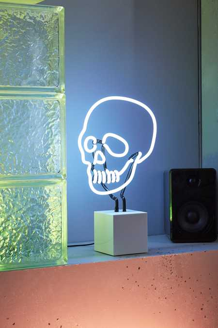Neon Mfg. Neon Skull Table Lamp