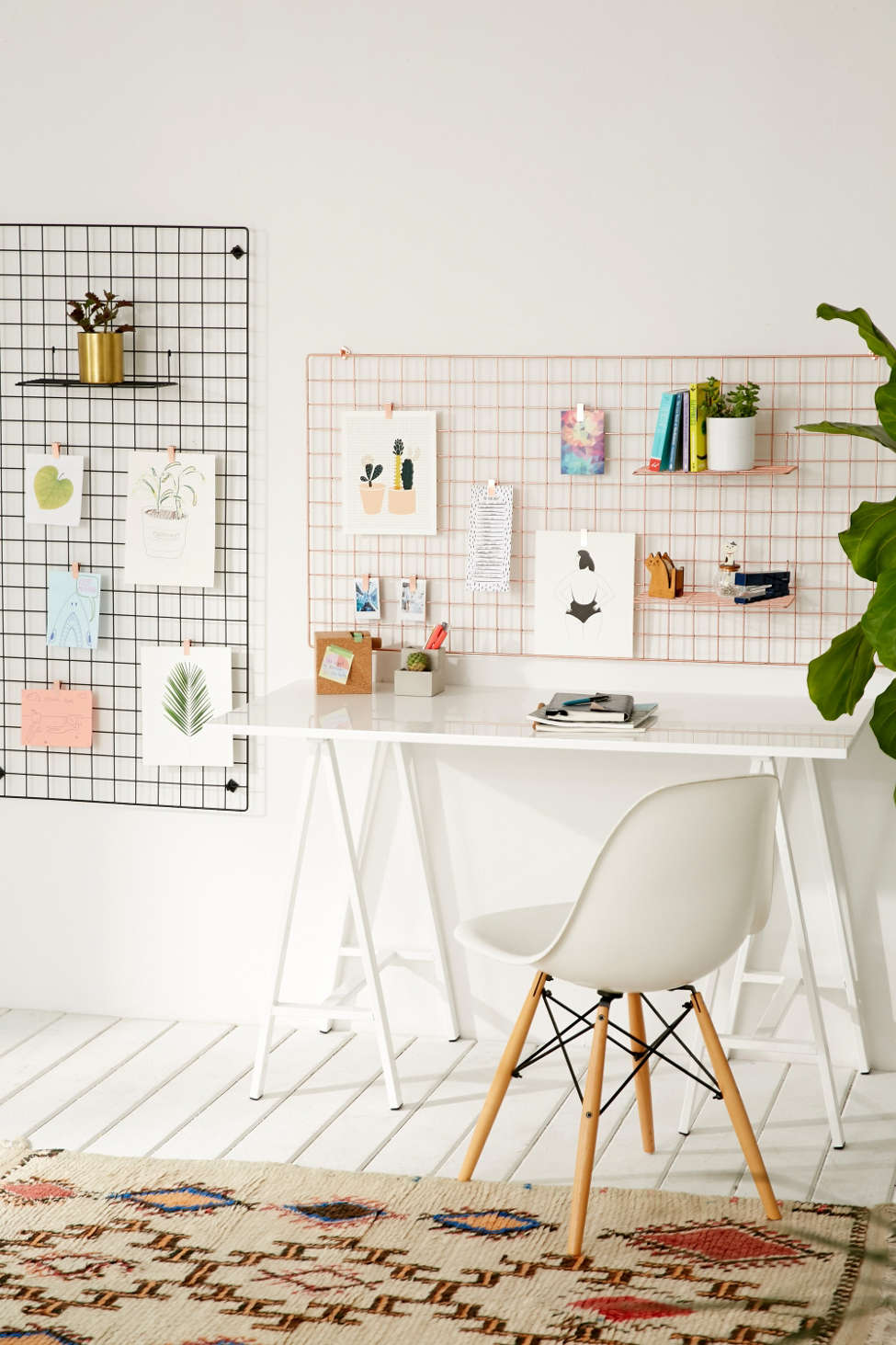 Slide View: 2: Wire Wall Grid Shelf