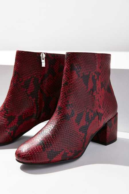 Slide View: 2: Thelma Ankle Boot