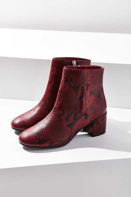 Slide View: 4: Thelma Ankle Boot