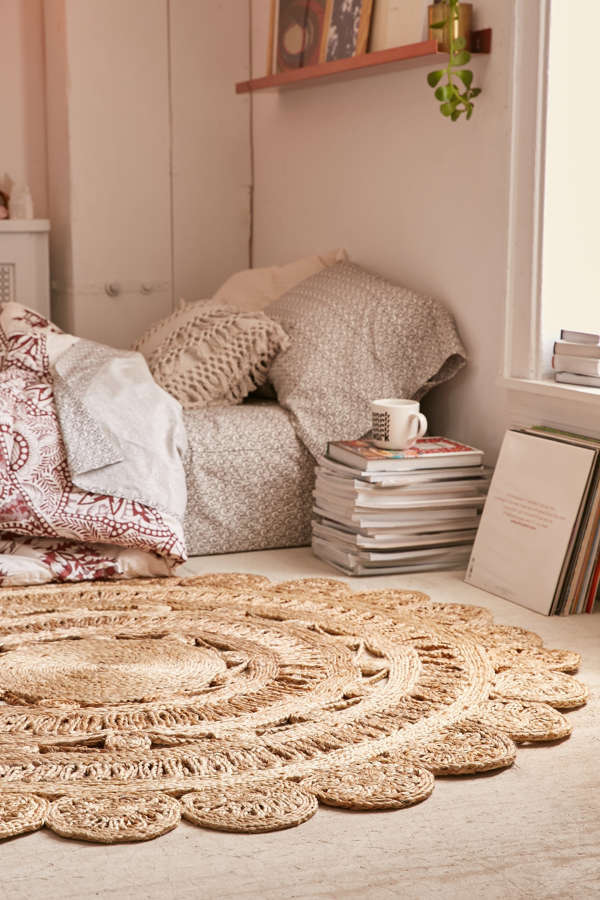 Slide View: 2: Lakho Woven Jute Round Rug - Lakho Woven Jute Round Rug Urban Outfitters