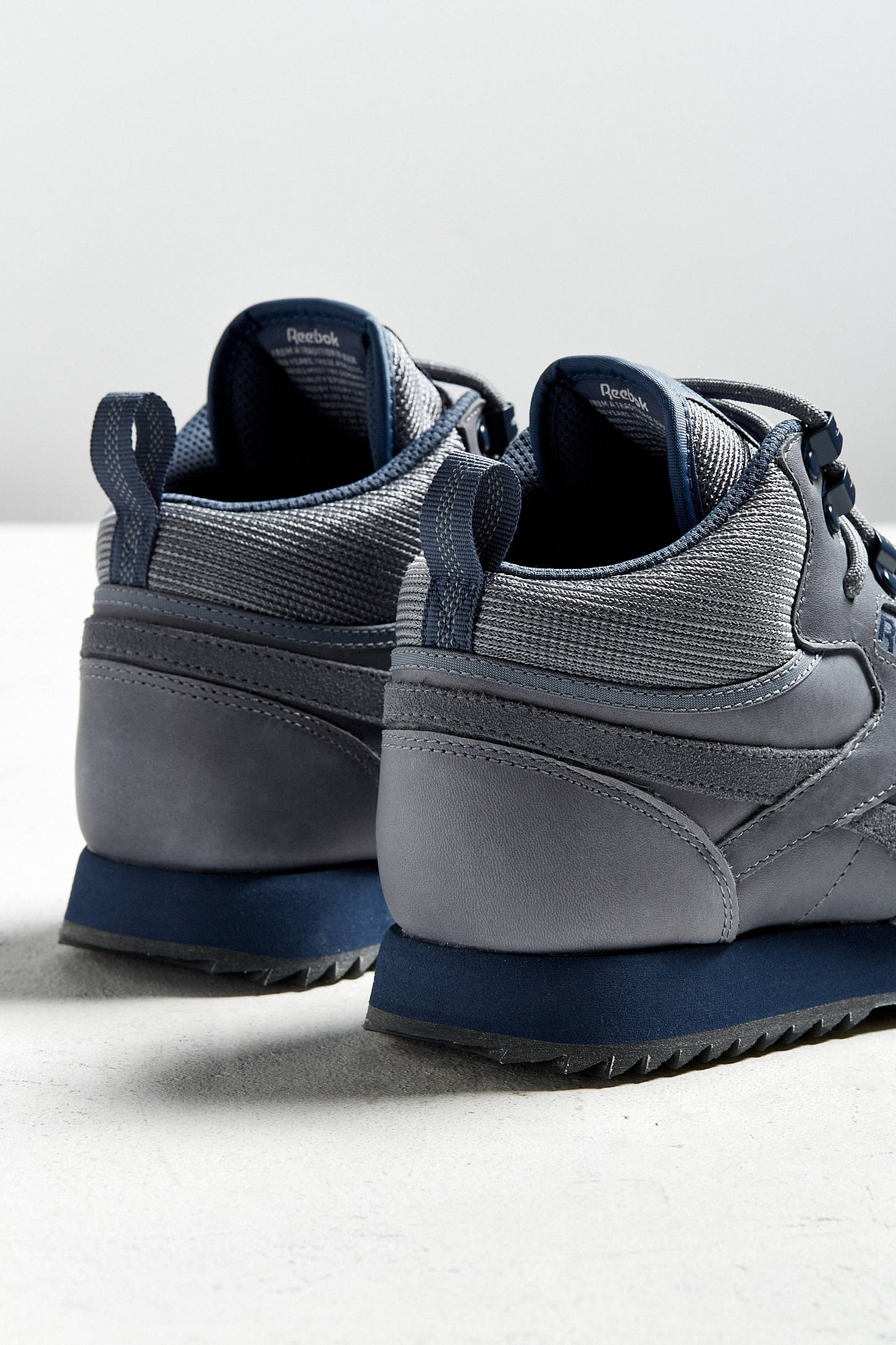 reebok classic leather mid thinsulate insulation