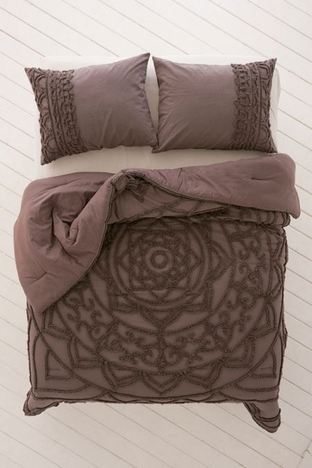 Chloe Tufted Medallion Comforter