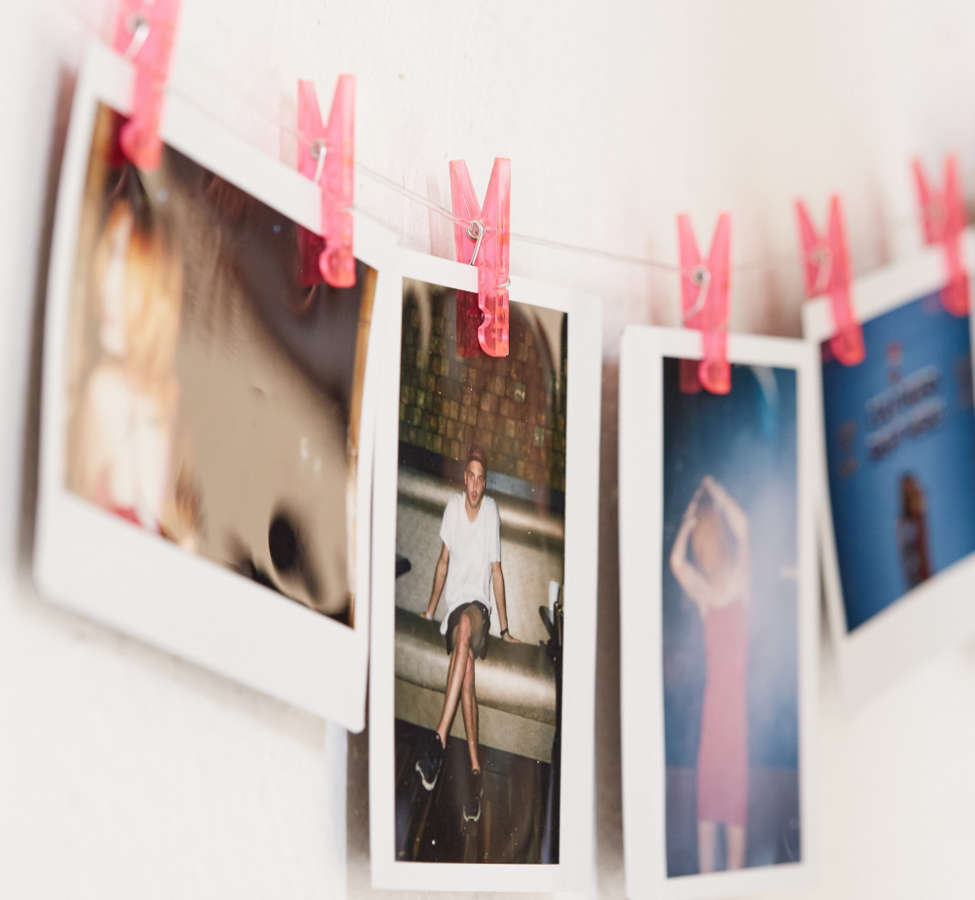 Slide View: 1: Pink Photo Clips String Set