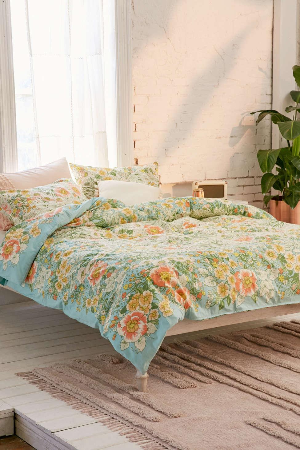 Slide View: 1: Lovise Floral Scarf Duvet Cover
