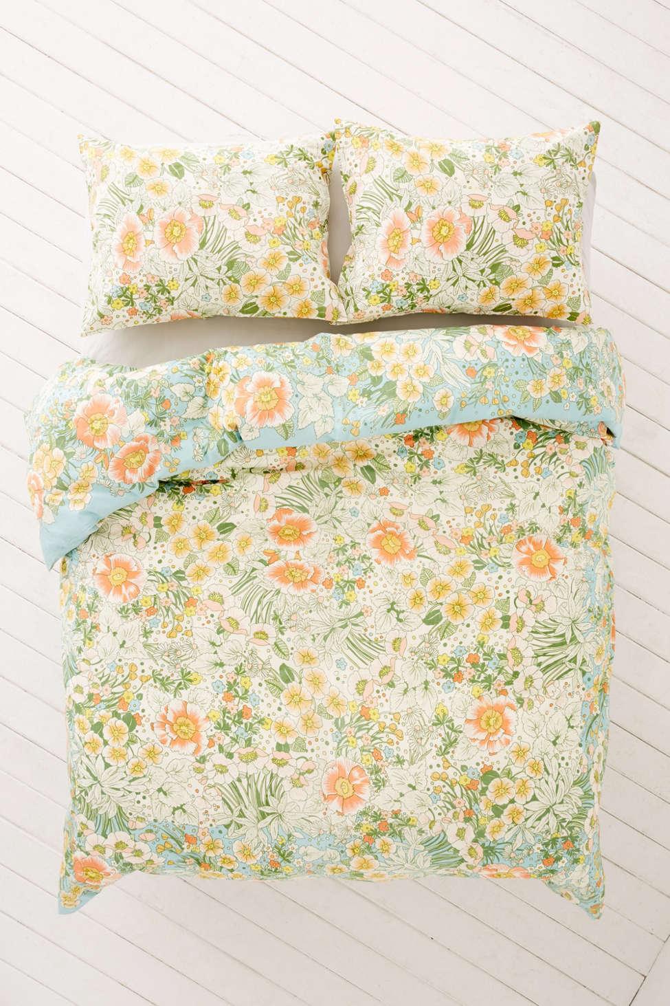 Slide View: 2: Lovise Floral Scarf Duvet Cover