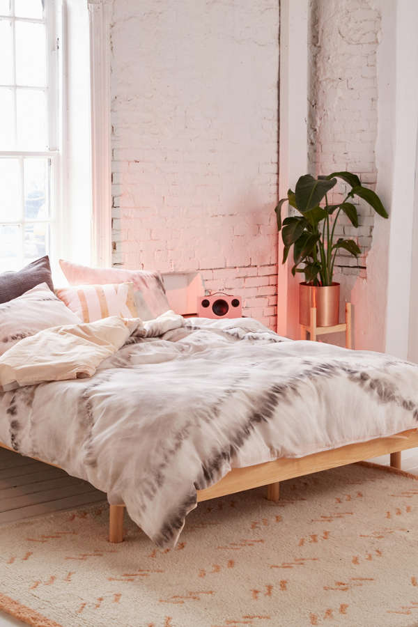 Neutral tie dye reversible duvet cover urban outfitters for Chambre urban outfitters