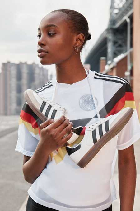 adidas Originals Samba Leather Sneaker