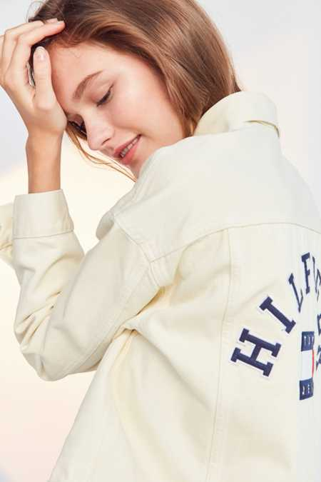 Tommy Jeans '90s Girlfriend Trucker Jacket
