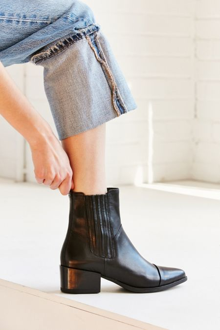 Stiefel + Canada Booties for Damens   Urban Outfitters Canada + f5682e