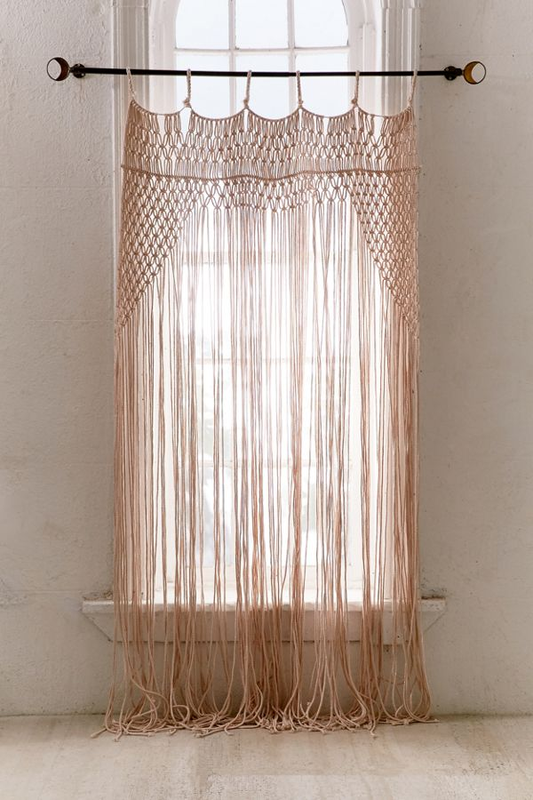 rideau en macram rose lyra urban outfitters canada. Black Bedroom Furniture Sets. Home Design Ideas