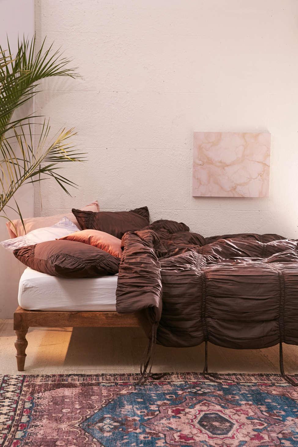 Slide View: 1: Rita Ruffle Comforter