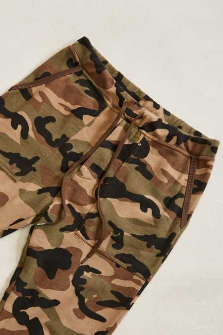 Slide View: 2: UO Camo Skinny Stacked Knit Jogger Pant