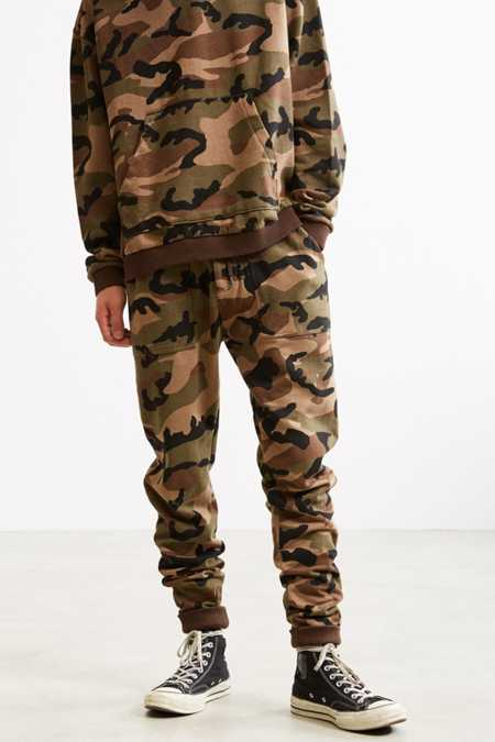 Slide View: 3: UO Camo Skinny Stacked Knit Jogger Pant