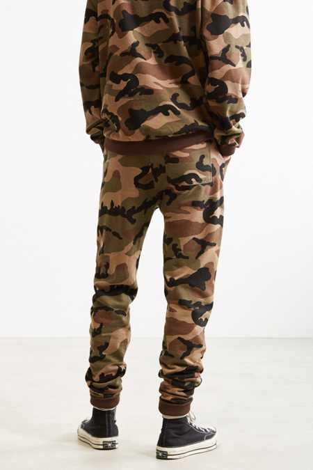 Slide View: 4: UO Camo Skinny Stacked Knit Jogger Pant