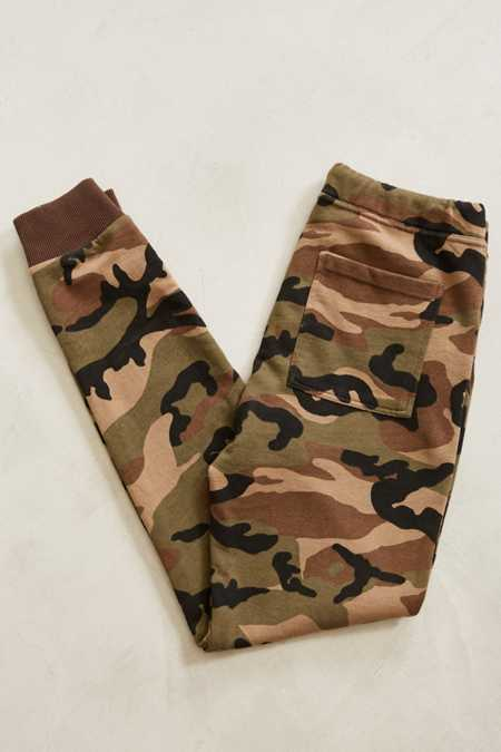 Slide View: 5: UO Camo Skinny Stacked Knit Jogger Pant