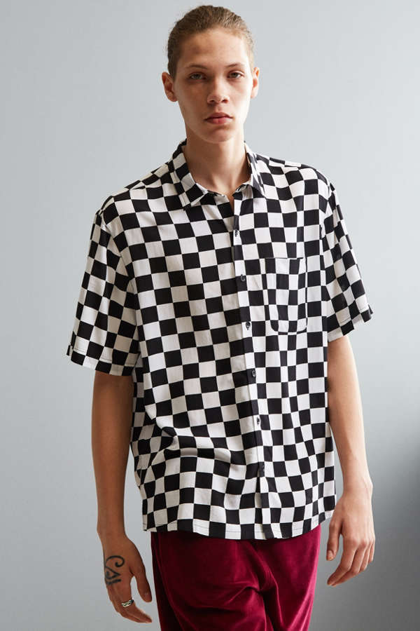 UO Checkered Rayon Short Sleeve Button-Down Shirt | Urban Outfitters