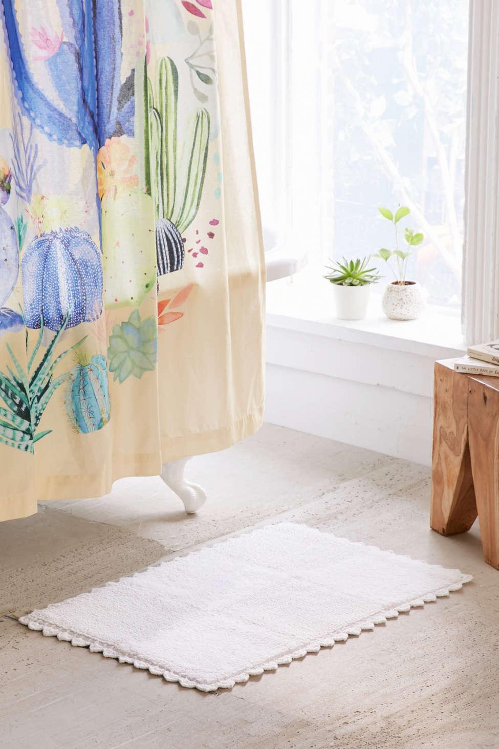 Slide View: 2: Crochet Trim Rectangle Bath Mat