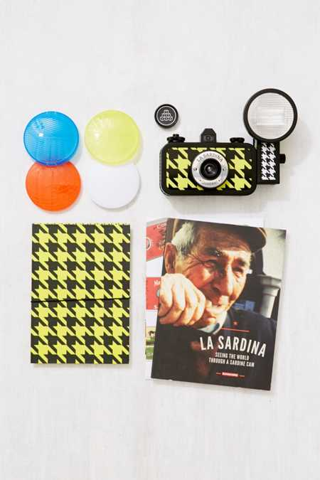 Lomography La Sardina Camera and Flash Quadrat Set