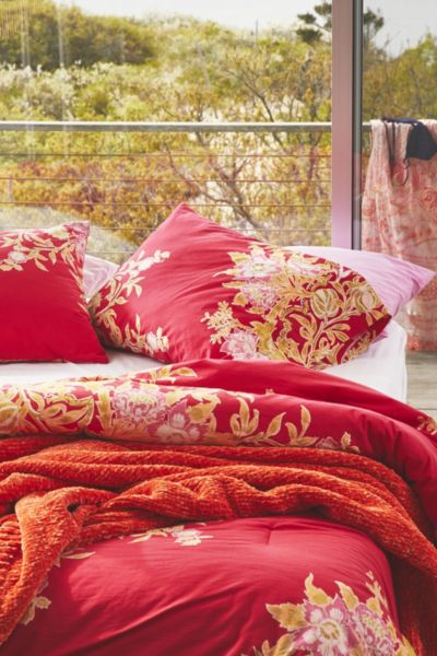 Analise Floral Medallion Comforter Snooze Set - Red F/Q at Urban Outfitters
