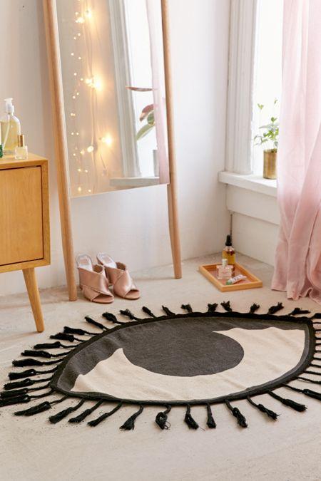 Tasseled eye rug